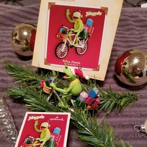 """Pedal power"" ornament"